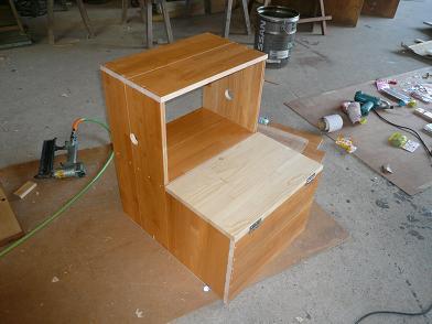 収納ボックス兼用の「踏み台」