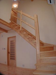 リビングの吹き抜けに設置した階段